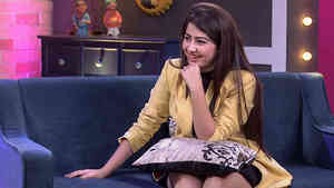 Aditi Bhatia Gets Candid  - Funny Clip