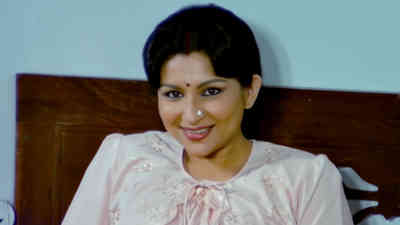 Baaje Badhaai Morey Angana