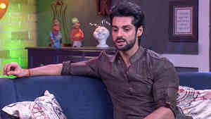 Karan Wahi Mocks Bharti On Her Own Show  - Funny Clip